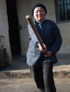 vieux-maitre-kungfu-baton-cours-kung-fu-wushu-lyon-enfants-portrait